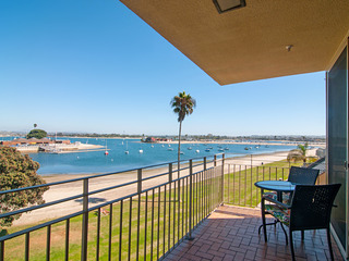 Mission Beach Condo w/Bayside Views