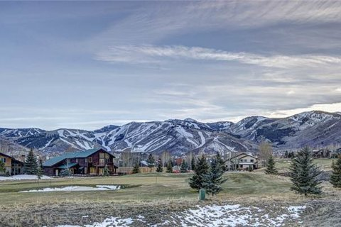 Luxury Cove Vacation Rental in Park City - RedAwning