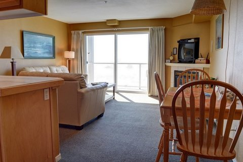 Waters Edge 312 Vacation Rental in Lincoln City - RedAwning