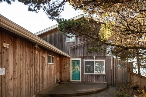 Whale Of A Time Vacation Rental in Lincoln City - RedAwning