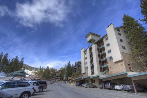 Skier's Dream Condo Sleeps 6 Vacation Rental in Kingsbury - RedAwning