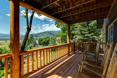Charming & Spacious Cabin in Midway