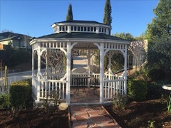 Downtown Paso Robles 1872 Victorian with Enchanting Gardens and Outdoor Areas