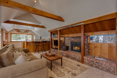 Spacious Squaw Valley Chalet by Ski Lifts