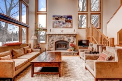 Arrowhead Private Townhome, 4 Bedroom + Den, Sleeps up to 10