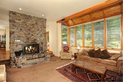 3Br House sleeps up to 10. Stay here & kids ski free!
