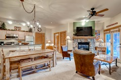 2Br/2Ba Walk to Slopes! No Cleaning Fees & Kids Ski Free!