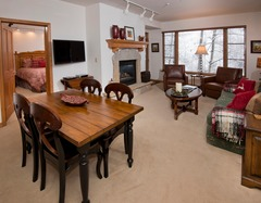 Spacious 2 Br Condo in Arrowhead Village, Steps from Slopes!