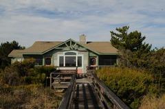 Lindsay House