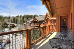 3Br Sweeping Snowcapped Views + Expansive Balcony- Sleeps 9