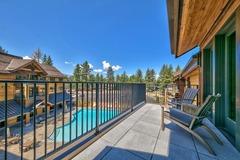 3 Br 3 Ba Luxury Condo. Walk to South Lake Tahoe!