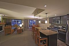 Clique Hotels & Resorts 2 Bedroom King / Queen Exec Condo #4