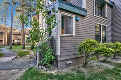 Instagrammable Townhome steps from Lake Tahoe – Sleeps 12!