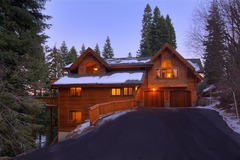 Luxury TreeHouse in Tahoe Donner with Hot Tub and Media Room