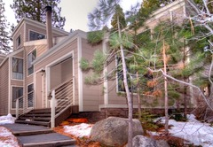 Cozy Forest Pines Condo Close to Lake Tahoe
