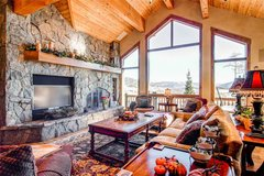 Three Peaks Mountain Lodge