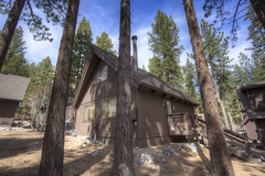 Adorable Cabin just minutes from Diamond Peak