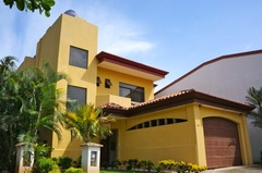 CR Surf House- Luxury BeachSide House with private pool