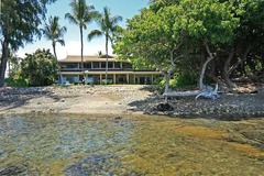 Magnificent Oceanfront Home of the Hula Moon