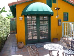 Pvt. Mid-size Guest House in pet friendly Tropical Estate