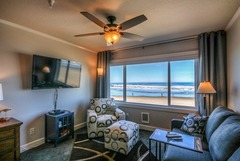 Direct Oceanfront Studio Condo- Steps to the Sand