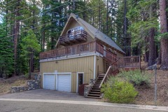 Upscale A-frame Cabin with Lots of Space and Hot Tub