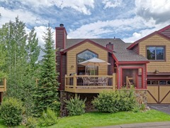 Sawmill Creek Village: Stay Where the Ski Run Ends & Main St Begins