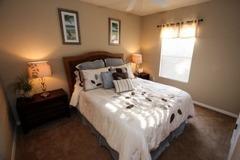 Beautiful 4 bedroom 3 bathroom Townhome with Splash Pool