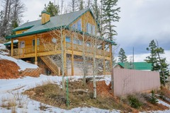 Kokopelli Retreat has great views with very comfortable kitchen/family room on main level