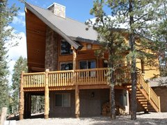 Moose Manor- Cabin, 3 Bedrooms + Convertible bed(s), 2 Baths, (Sleeps 8-10)