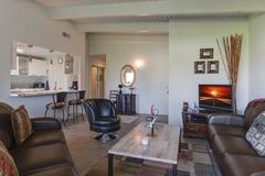 2BR/2BA Mid-Century Resort-Style Comfy Condo