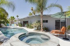 4BR/3BA Palm Spring Mid Mod House & Casita