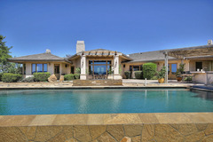 5BR Vineyard House with Pool & Views