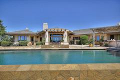 5BR Vineyard House w/ Pool & Views
