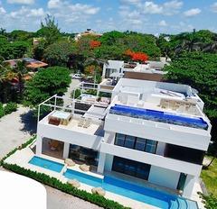 Wonderful 6 Bedroom villa 5 steps to the Best Beach in Playacar